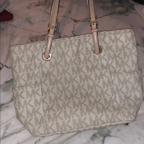 Used Michael Kors Handbags >> Michael Kors Bags Gently Used Mk Purse Poshmark